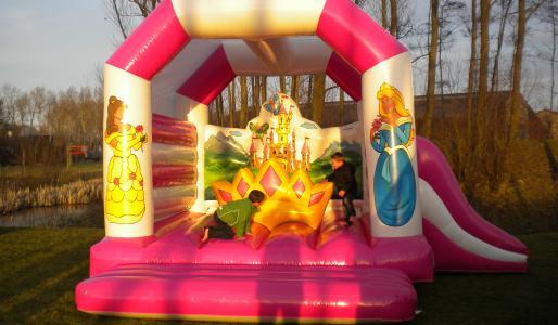 Het springkasteel 'De prinsessen' huren